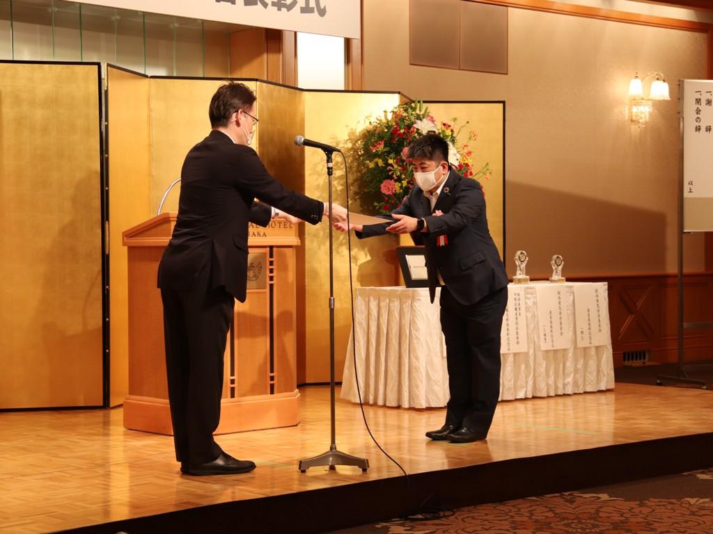 関西電気安全委員会委員長表彰                                                                         表彰状授与 松浦 康雄 委員長
